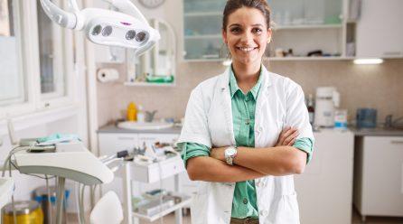 Z dzieckiem u dentysty – sprawdź, o czym należy pamiętać