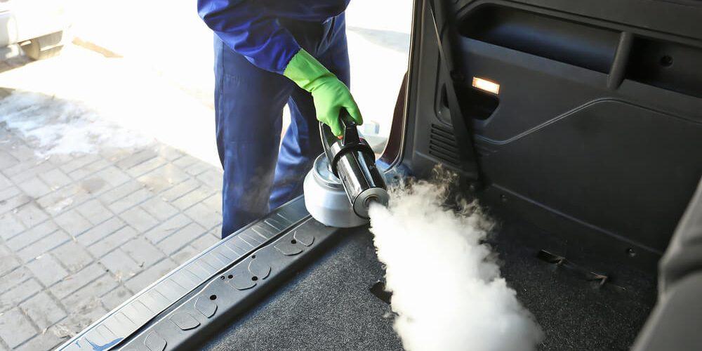 Sprzątanie samochodu przy użyciu myjni parowej?