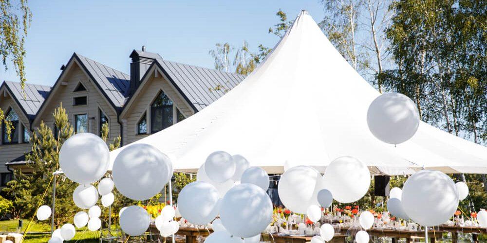 W jakie udogodnienia można wyposażyć namiot imprezowy?