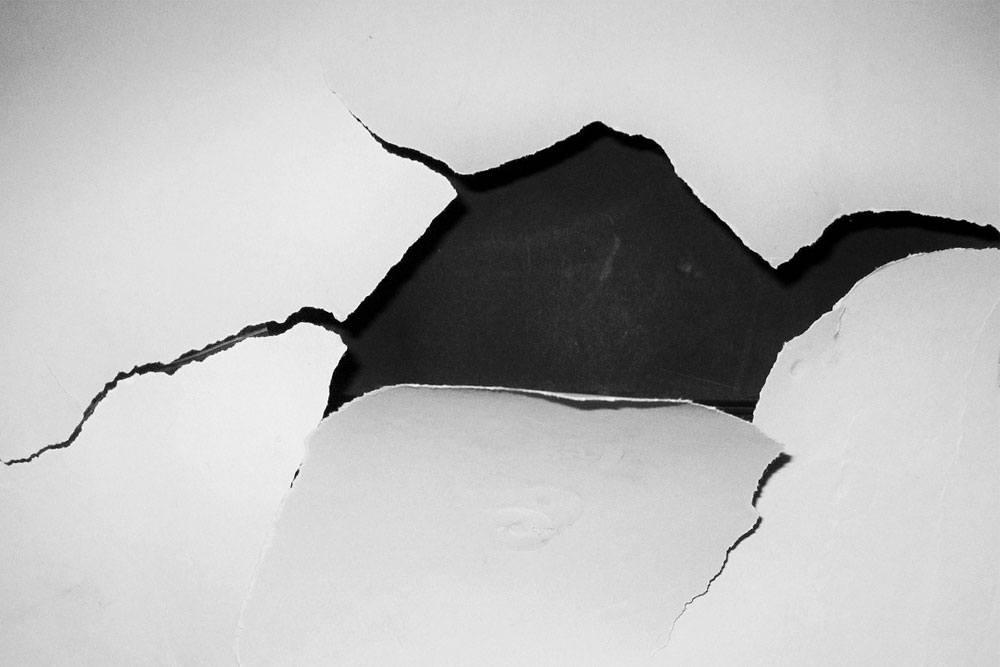 Powody pękania ścian w nowym domu – skorzystaj z usług rzeczoznawcy budowlanego