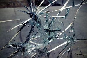 Czy szkło we wnętrzach może być bezpieczne