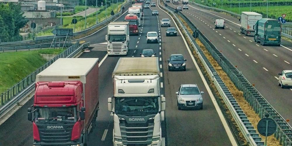 Krótki czas i niska cena transportu towarów – czy to jest możliwe?