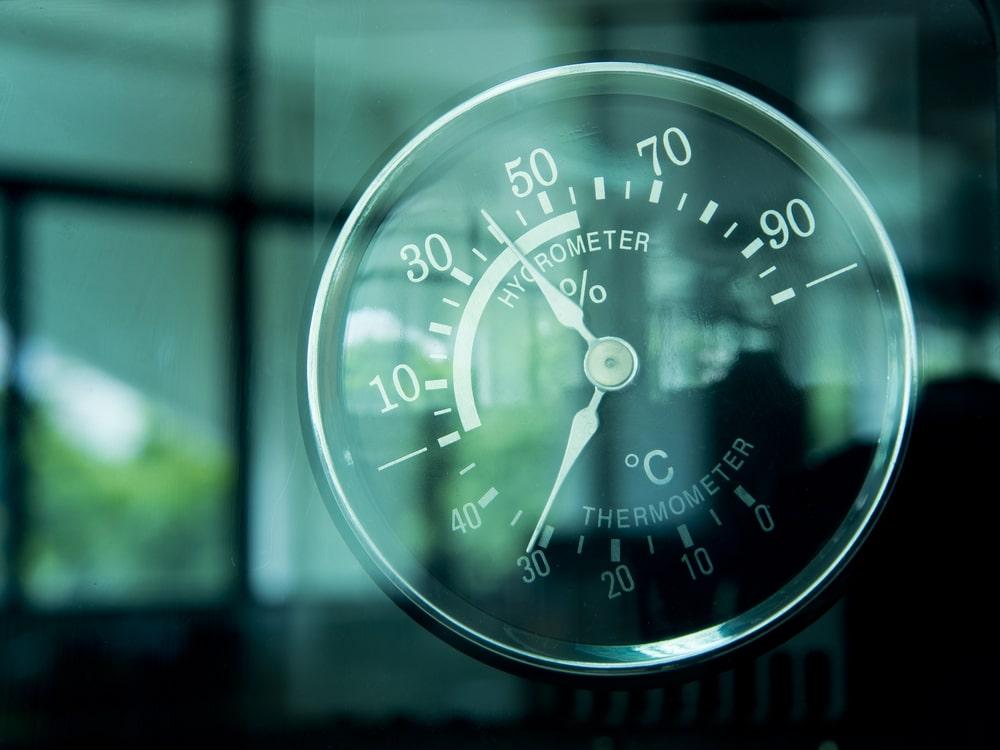 Pomiary wilgotności w mieszkaniu – kiedy się je przeprowadza?