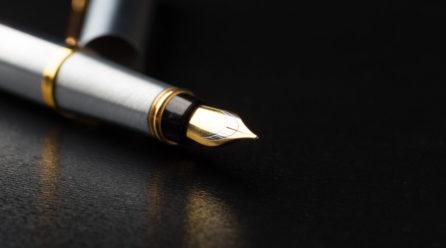 Pióro wieczne a pióro kulkowe – podobieństwa i różnice