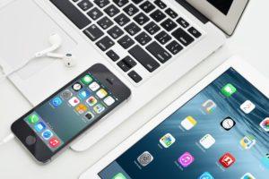 Dlaczego warto korzystać z produktów marki Apple? – poradnik