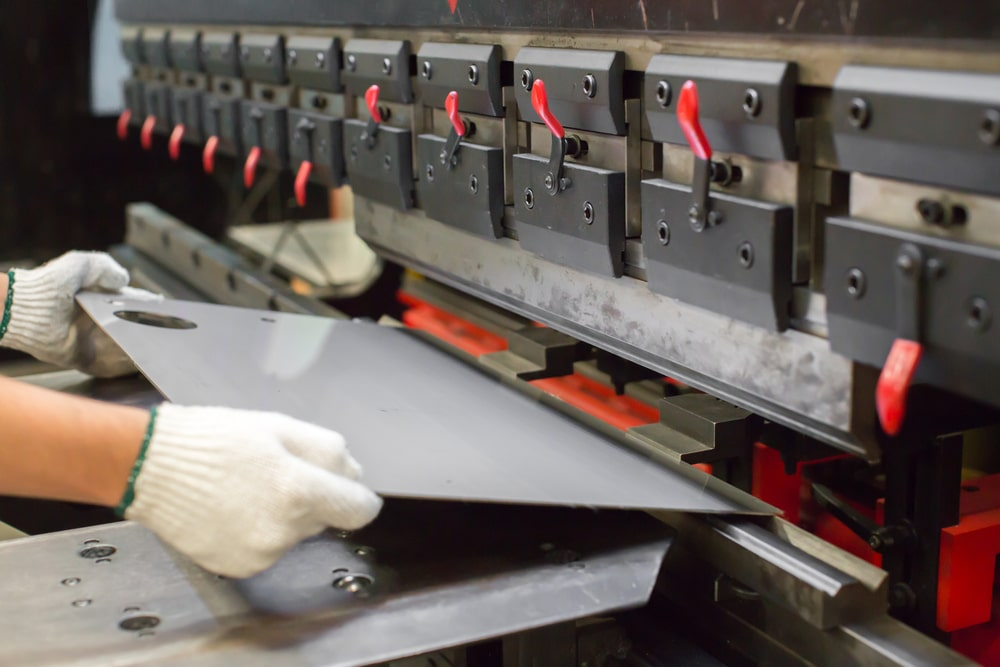 Jak wybrać prasę krawędziową i zwiększyć wydajność firmy?