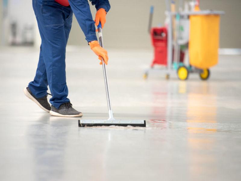 Rodzaje środków czyszczących do podłóg dla firm sprzątających